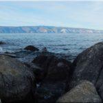 Sámán szikla előtt, a Burhán-öbölben