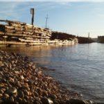 A régi szovjet időbeli halfeldolgozó környéke és a mellette lévő hajótemető