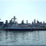 A város belvárosában lévő haditengerészeti kikötő. Éppen készülőben volt valami orosz-kínai találkozó