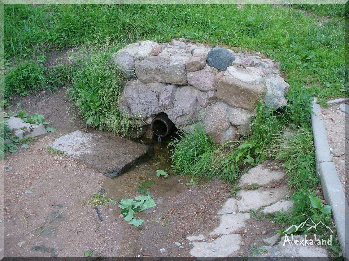 A Szent Szófia-székesegyház közelében található egy úgynevezett Boriszov-kő és a kis csodaforrás