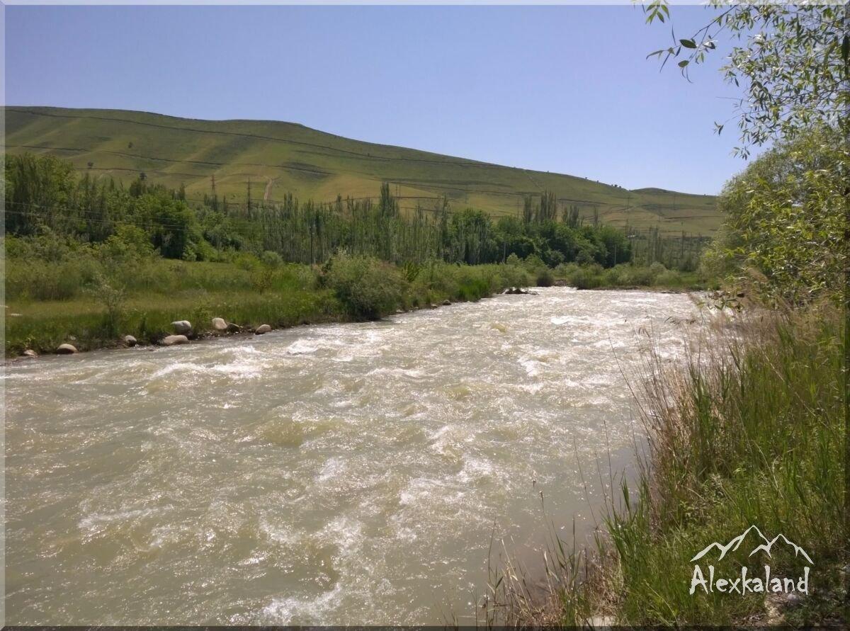 A nyári tábor folyó melletti szakasza
